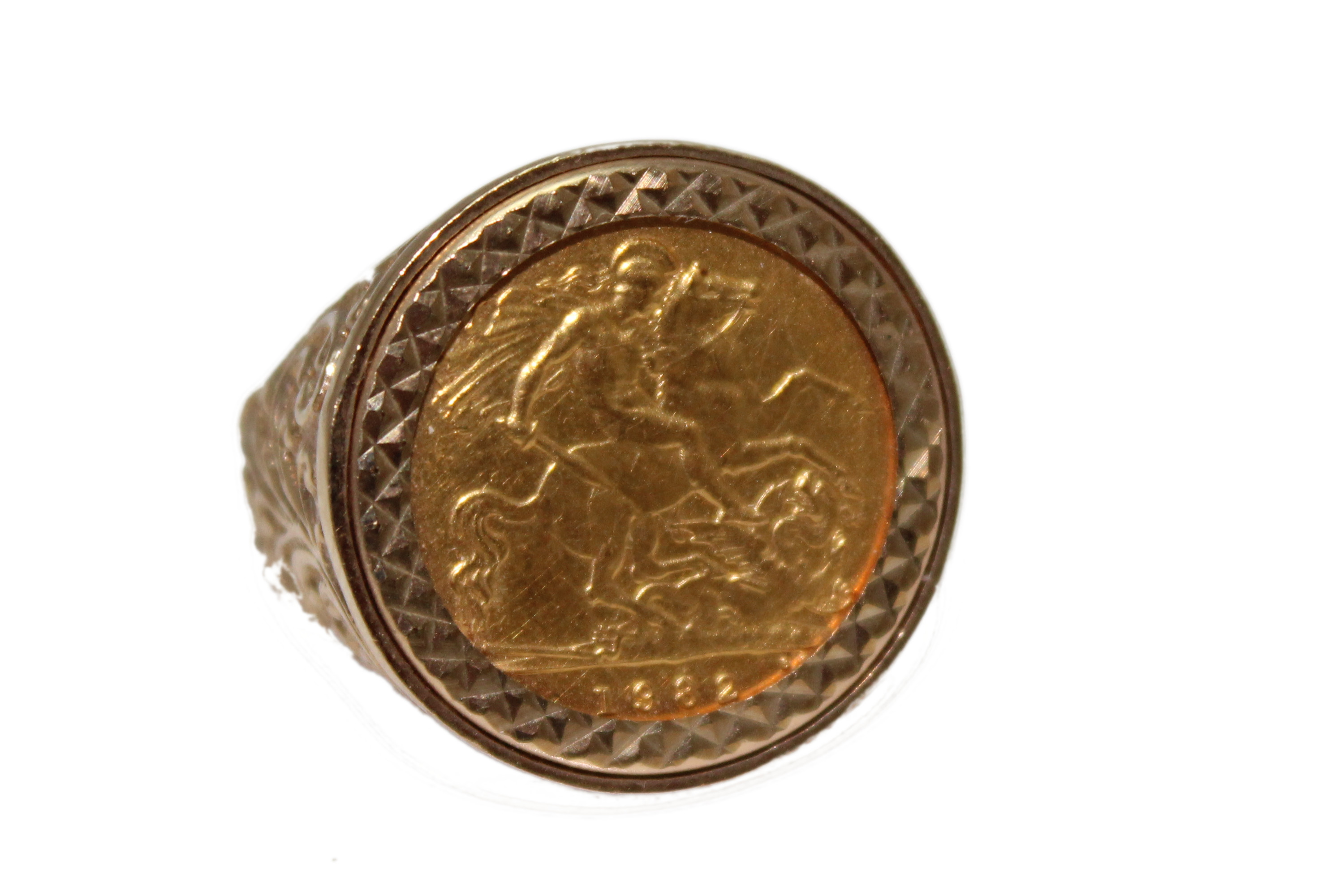 9ct gent ring half sovereign £445 U 8.8